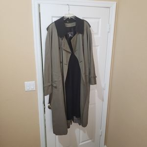 Burberry's rain jackets XL green olive color authe